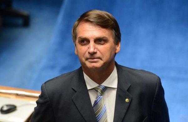 """Bolsonaro fala que documentos oficiais sobre morte na ditadura são """"balela"""""""