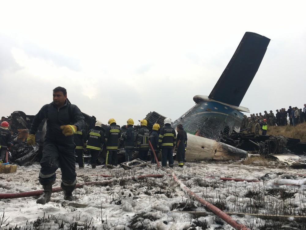 Avião que caiu em aeroporto no Nepal deixa muitos mortos