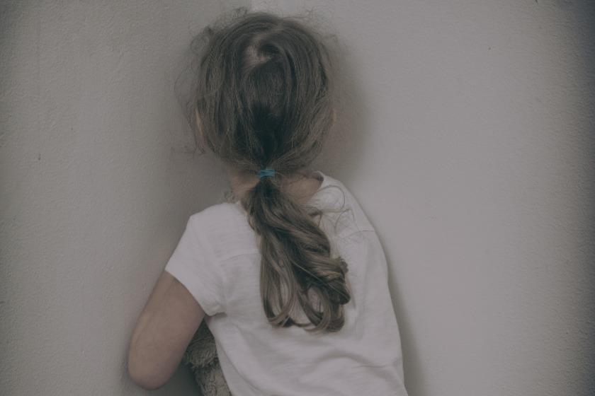 Pastor invade apartamento e tenta estuprar criança